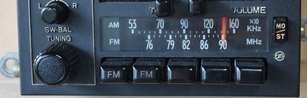 1024px-Car_Radio_of_Analog_Era-1024x330